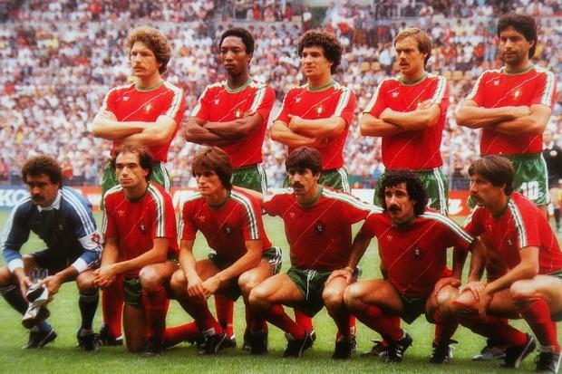 Jogadores da seleção portuguesa antes de jogo na Euro 1984
