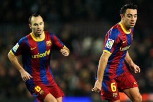 Iniesta e Xavi em ação pelo Barcelona.