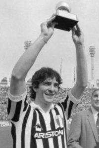 Rossi recebeu a Bola de Ouro em 1982.
