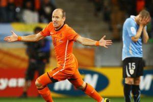 Arjen Robben contra o Uruguai em 2010.