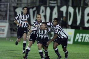 Botafogo cai em 2002, mas sobe para a Serie A em 2003.
