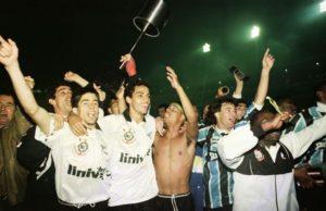 Corinthians vence a primeira Copa do Brasil.