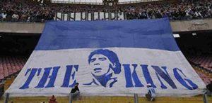 Maradona leva seu nome ao estádio do Napoli.
