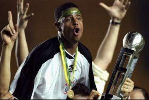 Marcelinho foi campeão do mundo em 2000.