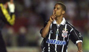Marcelinho Carioca voltou em 1998 ao Corinthians.