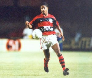 Marcelinho iniciou carreira no Flamengo.