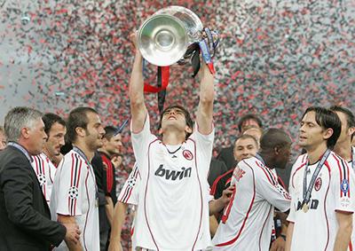 Maldini levanta a sétima orelhuda do Milan.