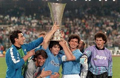 Napoli conquista inédita Copa Uefa.
