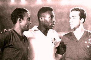 Tostão, Pelé e Dirceu em Cruzeiro x Santos