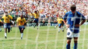 Baggio perde penalti que deu titulo ao Brasil em 1994.