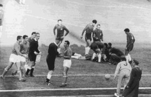 """Jogo entre Itália e Chila em 1962, conhecido como """"A batalha de Santiago""""."""