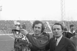 Primeira Bola de Ouro de Franz Beckenbauer.