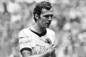 Beckenbauer joga com ombro machucado na Copa de 70.