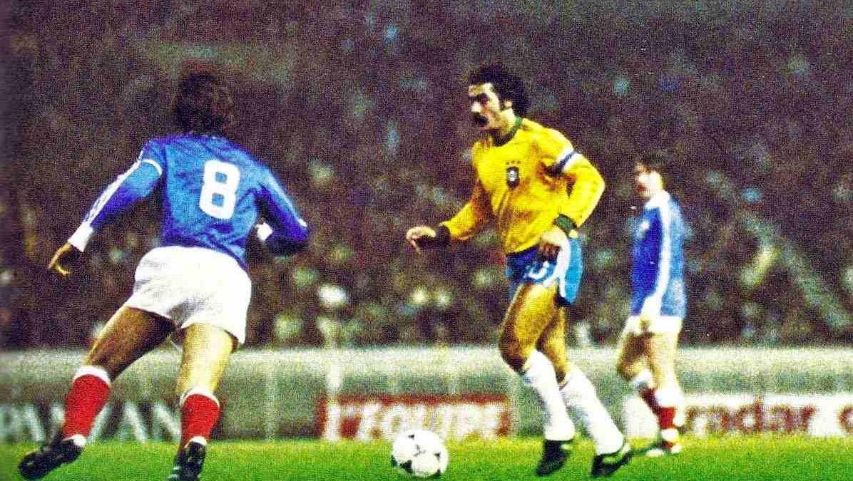 Rivellino contra a França, em 1978.