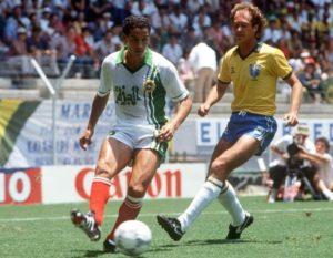 Falcão em jogo contra a Argélia na Copa de 1986.