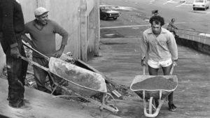 Falcão na base do Inter ajudando na construção do Beira Rio.