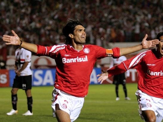 Fernandão na partida Internacional x São Paulo.
