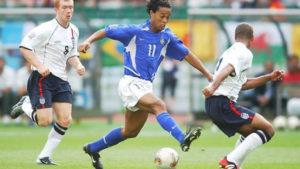 Inglaterra para no Brasil na Copa do Mundo de 2002.