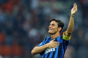 Zanetti é idolo e recordista em vestir a camisa da Inter.