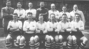Elenco dos Reds que conquistou o Campeonato Ingles pós Segunda Guerra.