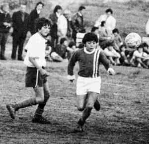 Maradona ainda garoto no Argentino juniors.