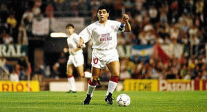 Maradona em sua passagem apagada pelo Sevilla.