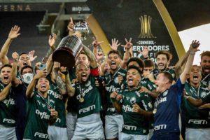 Palmeiras vence a Libertadores após 21 anos.