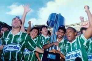 Palmeiras conquista o Brasileirão de 1994 em cima do Corinthians.