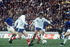 Platini diante da Itália na Copa de 78.
