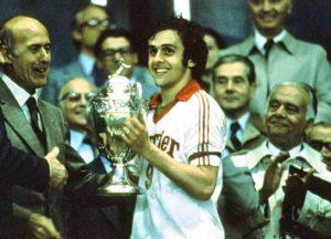 Platini levanta seu primeiro título no profissional.