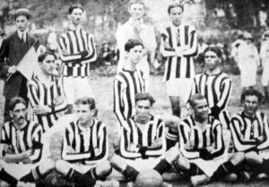 Primeira formção do Santos FC.