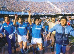 Maradona na conquista do scudetto 1987.