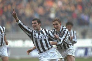 Zidane lidera uma forte Juventus nos anos 90.