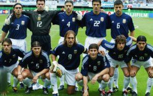 Forte elenco argentino que decepcionou na Copa do Mundo de 2002.