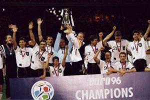Forte eçenco da Seleção Alemanha de Futebol conquista a Euro de 1996.