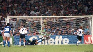 Seleção Argentina de Futebol perde final da Copa do Mundo de 1990.