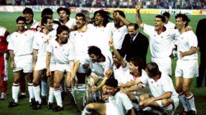 Paolo Maldini na conquista da Liga dos Campeões 1988-89.