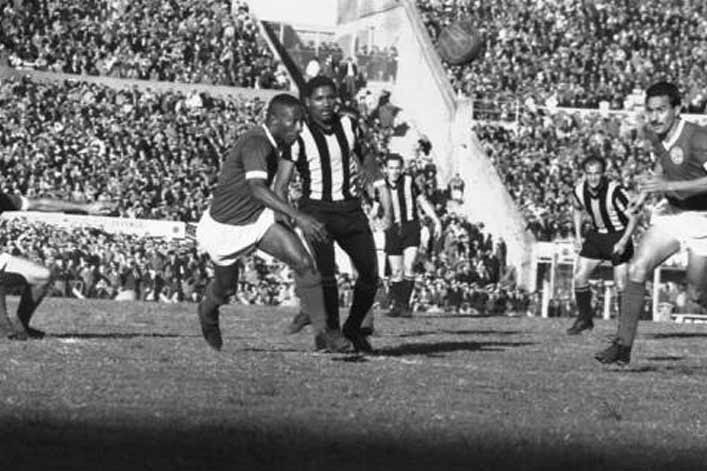 Palmeiras e Peñarol na final em 1961.