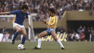 Última jogo de Roberto Rivellino pela seleção brasileira.