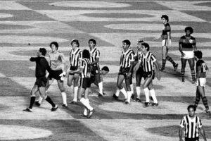 Polêmico jogo Flamengo x Atlético em 1981.