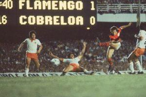 Flamengo x Cobreloa, em partida no Maracanã.