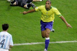 Adriano marca gol icônico da Seleção Brasileira de futebol contra a Argentina.