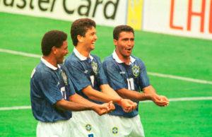 Icônica comemoração de Bebeto em gol contra Holanda na Copa do Mundo de 1994.