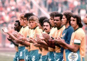 Luís Pereira ao lado de outros craques da seleção brasileira.