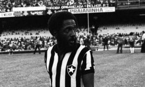 Paulo Cézar Caju começa no futebol com a camisa do Botafogo.