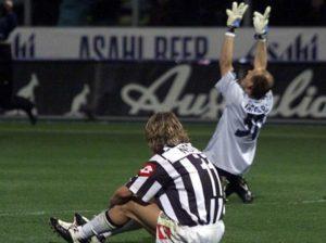 O veterano goleiro conquista seu último título pelo Parma.