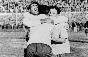 Seleção Uruguaia de Futebol ganha seu primeiro título mundial.