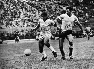 César Maluco com a camisa da seleção brasileira em 1968.