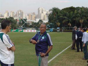 Ídolo eterno do Palmeiras nas dependências do clube.