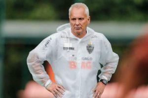Éder Aleixo como auxiliar técnico do Atlético Mineiro.